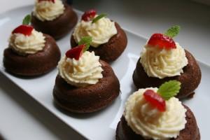 Čokoládové muffiny s pomerančovým karamelem