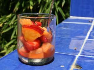 Ovocný salát s bazalkou