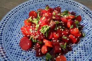 Salát z červené řepy a mrkve s koriandrem