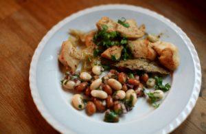Marinované kuřecí kousky s fazolovým salátem