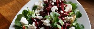 Salát ze syrové červené řepy