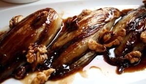 Karamelizovaná čekanka s ořechy