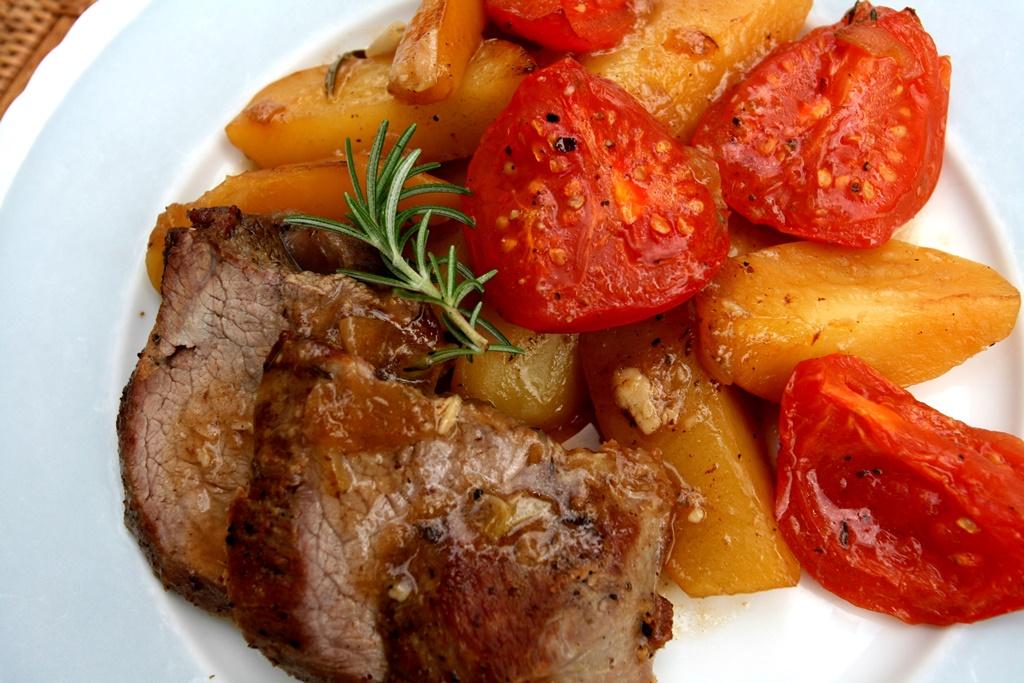 Jehněčí pečeně s rajčaty