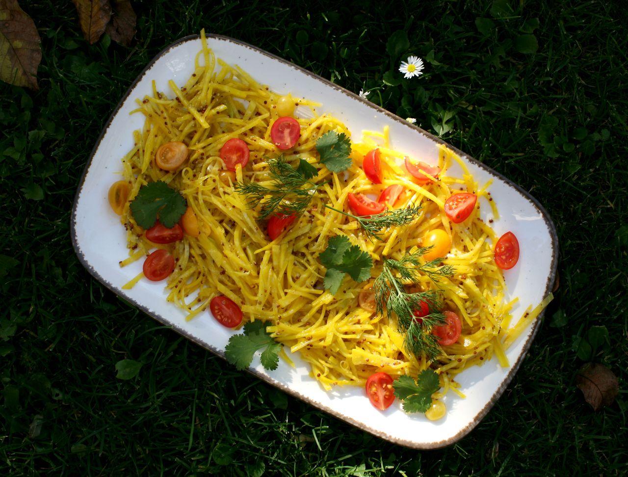 Salát ze syrové žluté řepy